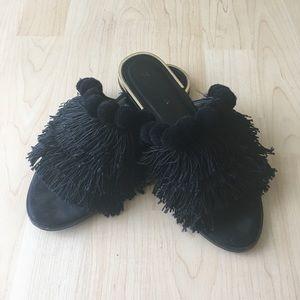 Cute fringe Pom Pom sandal!